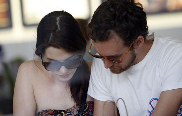 ANNE HATHAWAY AND BOYFRIEND SIGHTING