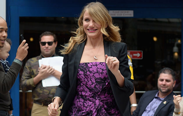 Cameron-Diaz-Flashes-The-Ring-Amid-Engagement-Rumors